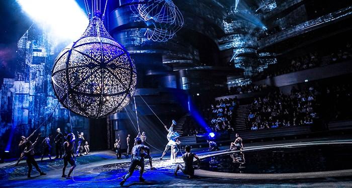 Experience a vivid show at La Perle Dubai
