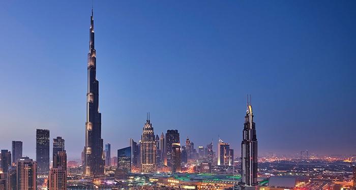 Capture stunning views of the city of Dubai on top of Burj Khalifa
