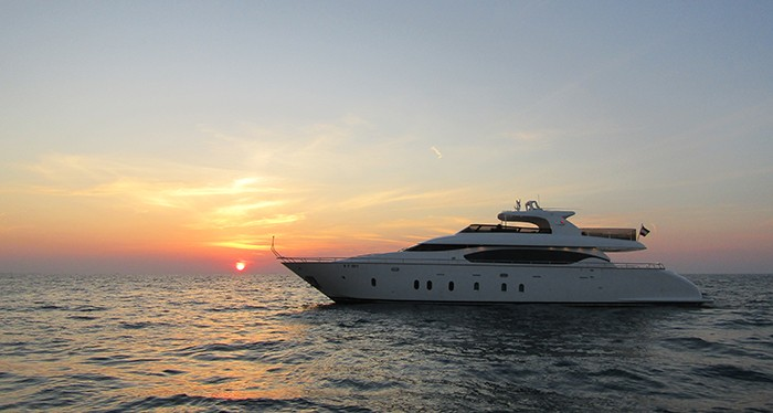 Capture stunning images at the Dubai Yacht Cruise